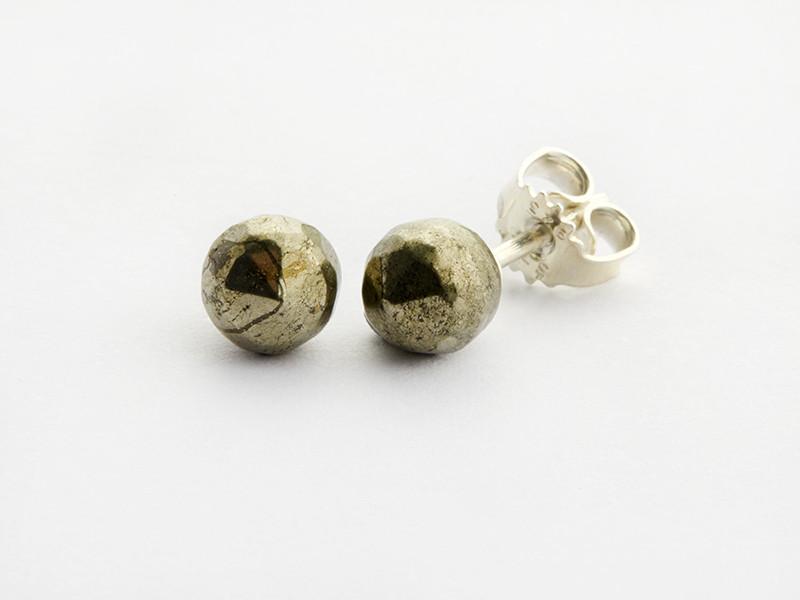 Sølv ørestik 6 mm facetteret pyrit